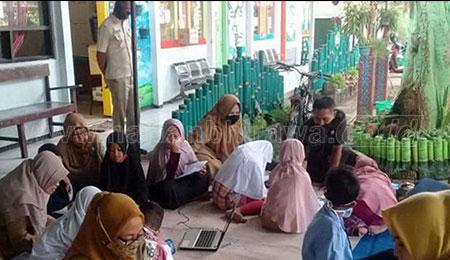 Camat Wonoasih Antar Jemput Siswa di Wilayahnya