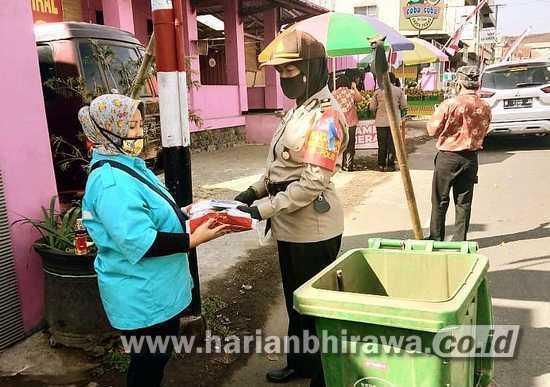 Polres Beri Perhatian Penyapu Jalan Perempuan di Kota Batu