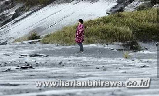 Tertutup Pandemi Covid-19, Lautan Pasir di Gunung Bromo Kini Bersalju