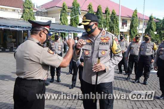 Kapolres Situbondo Beri Penghargaan dan Kenaikan Pangkat Polisi Berprestasi