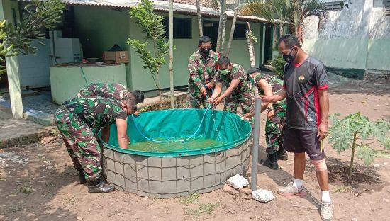 Koramil 0814/11 Sumobito Manfaatkan Lahan Makoramil untuk Budidaya Lele