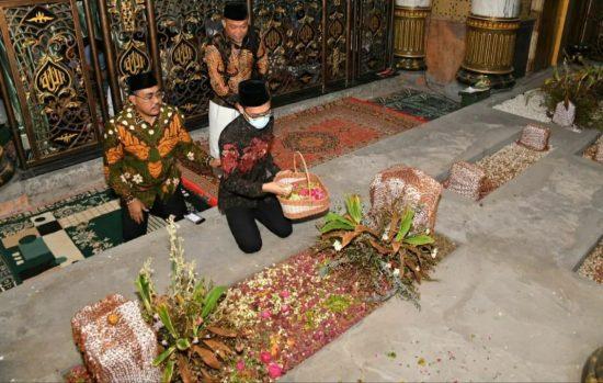 Wakil Ketua MPR RI Dr Jazilul Fawait Ziarah ke Makam Ulama Madura