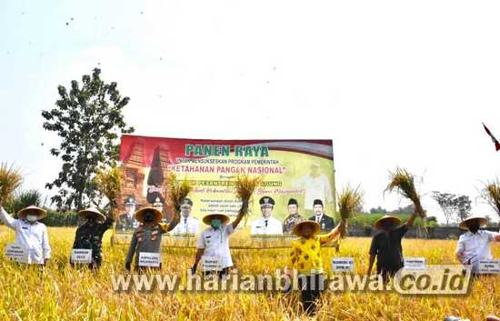 DPR-RI dan DPRD Jatim Kunjungi Panen Raya Agraris di Bumi Majapahit