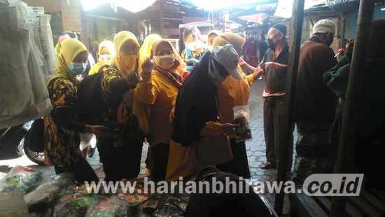 Kunjungi Pasar Tradisional, Istri Cawawali Adi Janji Lakukan Penataan