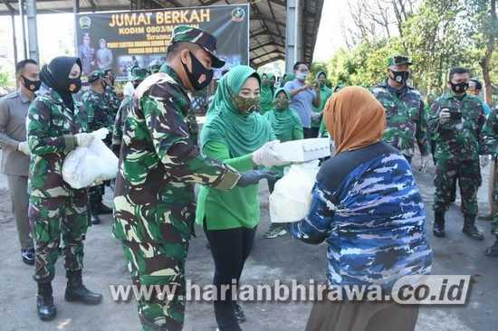 Kodim 0803/Madiun Bagikan Paket Sembako Warga Kurang Mampu