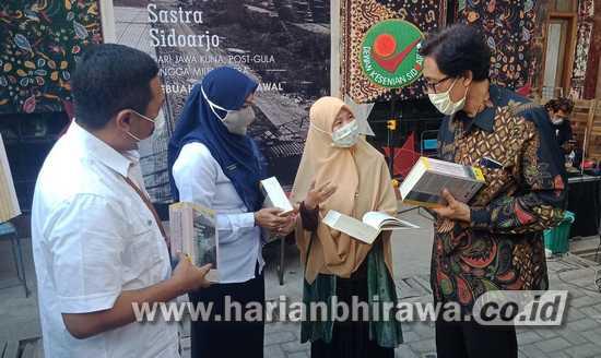 Buku Panorama Sastra Sidoarjo Di-launching