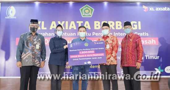 Bersama Kemenag, XL Salurkan 1,8 Juta, Paket Internet untuk Madrasah Se-Jatim