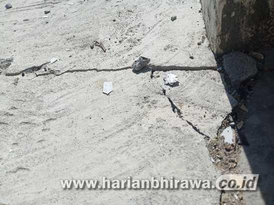 Retaknya Rabat Beton Dana Kelurahan di Kabupaten Sampang