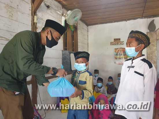 Masa Pandemi, PEPC Bagikan Vitamin dan Sanitasi Kit pada Santri
