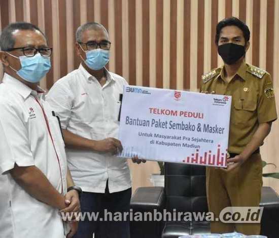 Pemkab Madiun Terima Bantuan 200 Paket Sembako dan 1.150 Masker dari Telkom