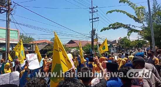 Demo Usut Tuntas Pelaku Kekerasan Seksual di Kabupaten Sampang