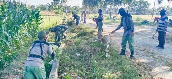 Babinsa Koramil Ngambon – Warga Karya Bakti Lingkungan