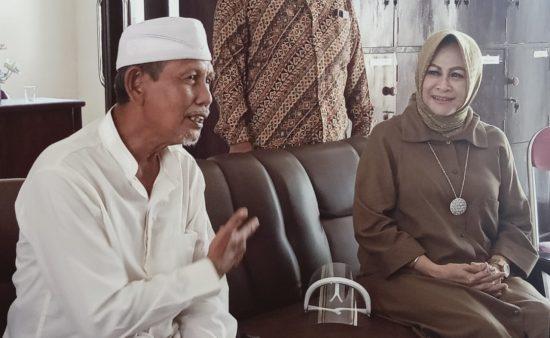 Hari Pertama Kampanye, Cawabup Lamongan Astried Wahid Sowan ke Kiai Pesantren
