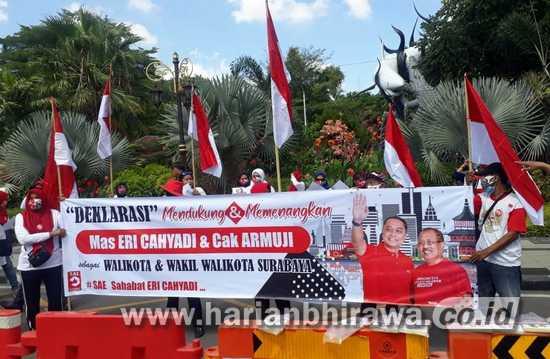 Bagikan Masker dan Handsanitizer, Sahabat Eri Cahyadi Galang Dukungan Rakyat