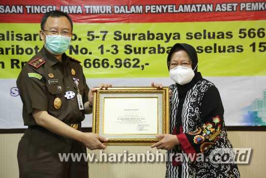 Wali Kota Surabaya Terima Pengembalian Aset dan Uang dari Kejati Jatim