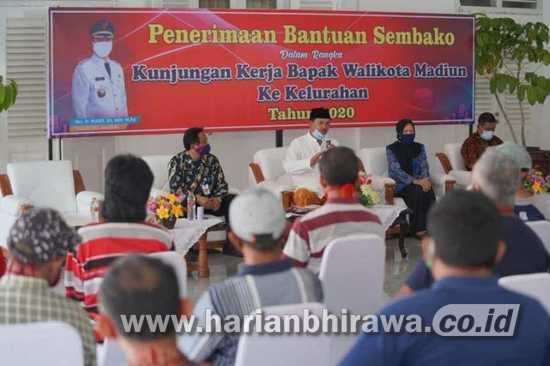 Peduli Orang Kecil, Wali Kota Madiun Beri Perhatian 310 Satgas Kebersihan