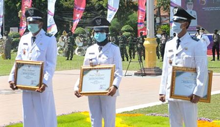 Tiga Bumdes Berprestasi Terima Penghargaan Gubernur Khofifah