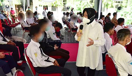 Risma Protes Keras Pelibatan Anak dalam Demonstrasi