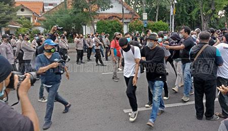 Ratusan Penyusup Demo Omnibus Law Diamankan