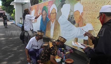 Peringati Hari Santri, 22 Pelukis di Jombang Buat Lukisan Resolusi Jihad