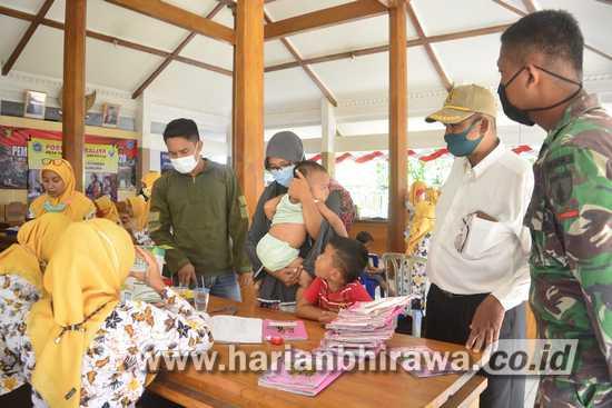 Pandemi, Anggota Satgas TMMD Ke-109 Kawal Pelaksanaan Posyandu