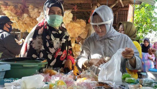 Blusukan ke Pasar Tradisional, Cawabup Lamongan Astried Wahid Serap Aspirasi Pedagang