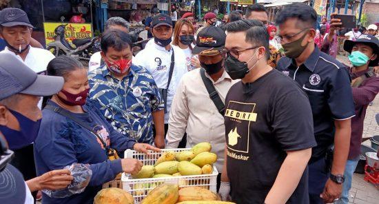 Blusukan Pasar Tradisional, Cabup Kediri Dhito Tetap Tekankan Prokes
