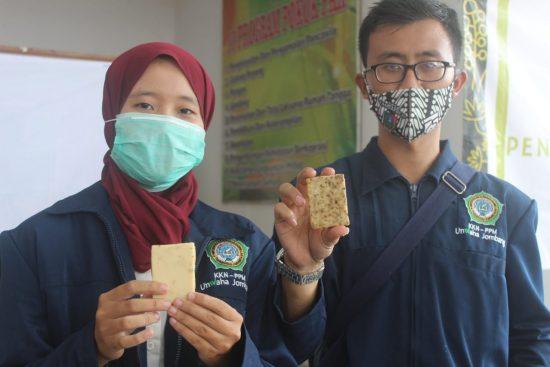 Mahasiswa Unwaha Jombang Ciptakan Sabun Cuci Tangan dari Minyak Jelantah