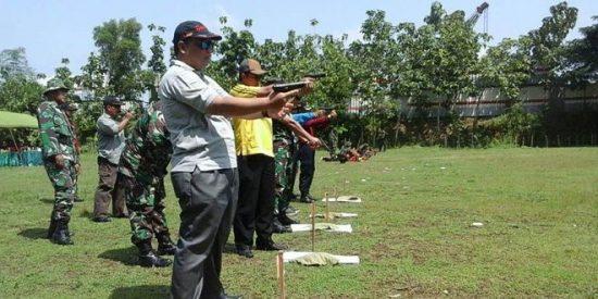 Kodim 0810 Nganjuk Jalin Silaturahmi dengan Latihan Menembak