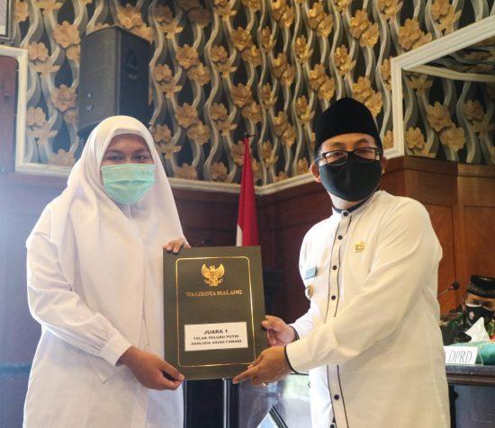 Wali Kota Malang Bagikan Bonus Santriwan-Santriwati Berprestasi