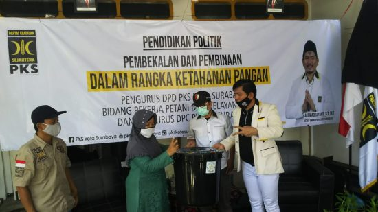 PKS Surabaya Gulirkan Program Gerakan Budidaya Ikan Dalam Ember