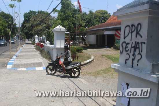 Aksi Coret-coret Diduga Catut Nama Lembaga Negara Terjadi di Jombang