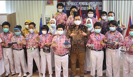 SD Mudipat Surabaya Meraih Juara Umum di Olimpiade Robotika IRC 2020