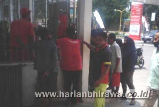 Warga Kelurahan Dawuhan Situbondo Sulit Dapatkan Tabung Gas 3 Kg
