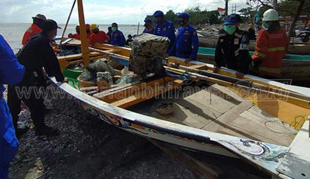 Selamatkan Perahu Nelayan