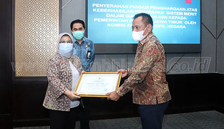 Raih Skor Tertinggi, Sistem Merit Pemprov Terima Penghargaan KASN