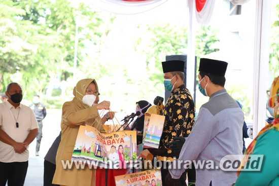 Wali Kota Tri Rismaharini: Semua Modin di Surabaya Terima Bantuan Baju Hazmat