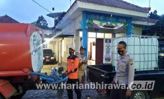 BPBD Probolinggo Salurkan Air Bersih Bagi Warga Desa Sariwani