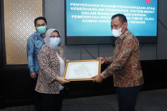 Raih Skor Tertinggi, Sistem Merit Pemprov Jatim Terima Penghargaan KASN
