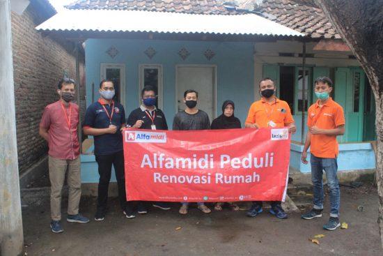 Alfamidi Bantu Renovasi Rumah  Warga Terdampak Banjir di Pasuruan