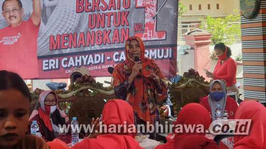 Srikandi PDIP Surabaya Blusukan, Gaet Pemilih Perempuan untuk Eri-Armuji