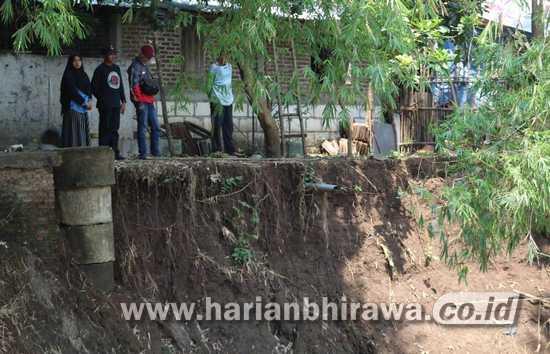Erosi Sungai di Mojoagung Jombang Bahayakan Delapan Rumah Warga