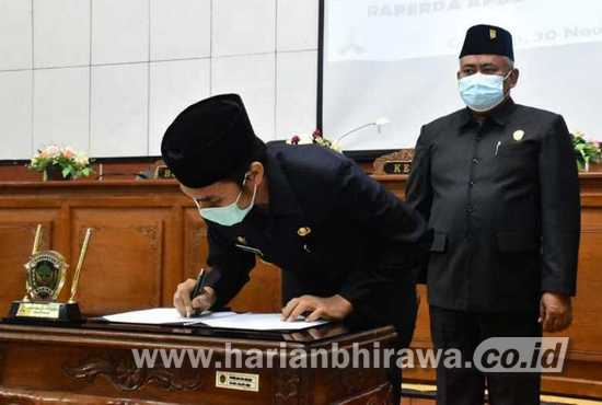 Bupati-Pimpinan DPRD Tandatangani Putusan Bersama Raperda APBD 2021 Rp1,8 T