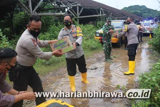 ASTUTI, Program Kapolres Bojonegoro Bagikan Sembako Terdampak Banjir