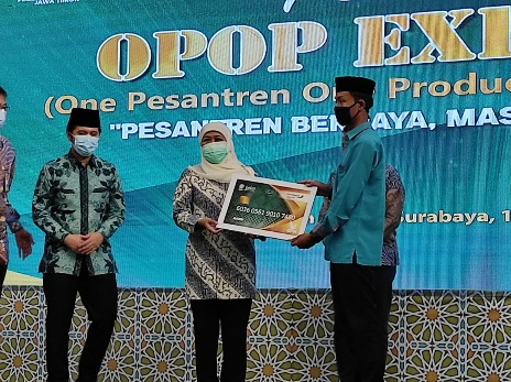 Gubernur Khofifah Sebut Pesantren Penggerak Perekonomian Indonesia