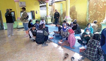 Tagana Bantu Pendataan Pengungsi Erupsi Semeru