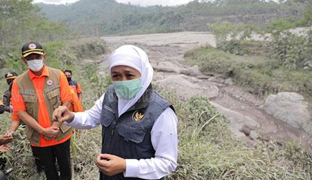 Gubernur Khofifah Tinjau Lokasi Erupsi Gunung Semeru