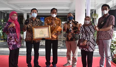 Pemkot Surabaya Berikan Awarding Kampung Pendidikan Kampung'e Arek Suroboyo