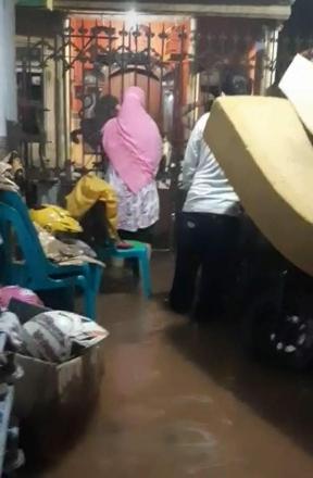 10 Tahun Menjabat Risma Tak Bisa Atasi Banjir