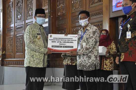 Bupati Tuban Beri Reward Kades dan Camat Pelunas PBB Tercepat